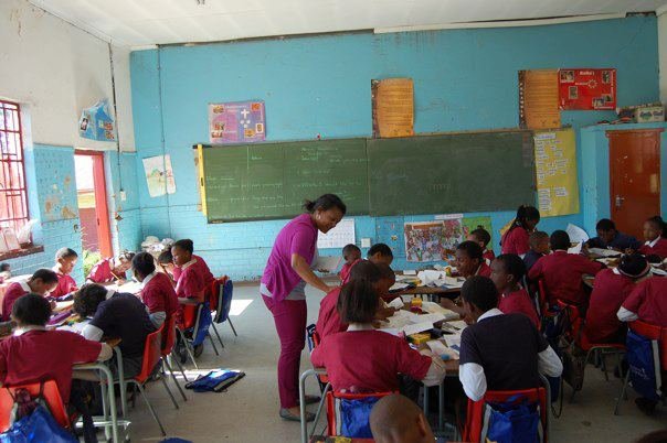 Porcha Dodson, Beyond The Brochure co-author in the classroom with school children in Soweto, S. Africa. Project Knapsack, the non-profit founded by Porcha, has delivered thousands of knapsacks filled with school supplies to African children.